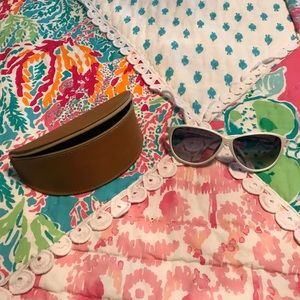 Tommy Bahama White Sunglasses And Case